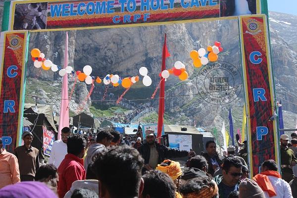 अमरनाथ यात्रा: 1372 तीर्थयात्रियों ने पवित्र गुफा में टेका माथा