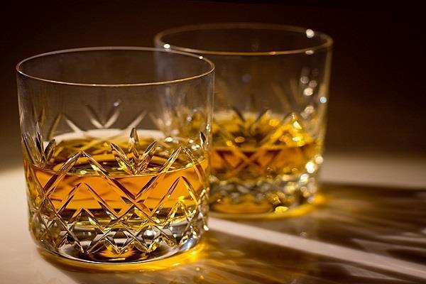 दुनिया के टॉप 10 शराब ब्रांड में तीन भारत के, नंबर 2 पर ऑफिसर्स चॉइस