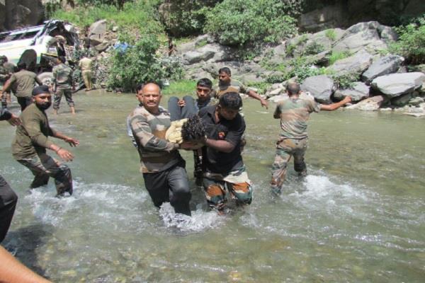 अमरनाथ हादसा: घायलों के लिए देवदूत बनकर पहुंची सेना, रेस्क्यू ऑपरेशन की तस्वीरें आई सामने