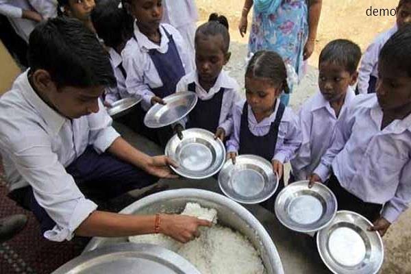 पन्ना जिले में मध्याह्न भोजन खाने से 35 बच्चे बीमार