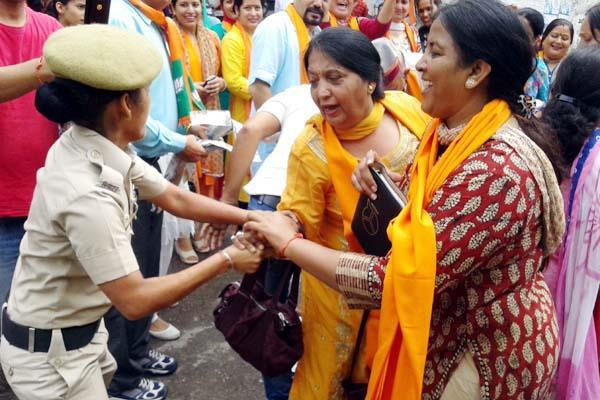विस चुनावों में BJP के चेहरे पर महिला मोर्चा अध्यक्ष ने दिया यह बयान