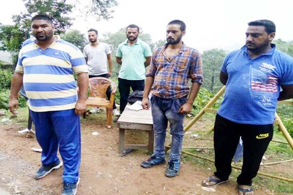 नाका लगाकर दबंगई पड़ी महंगी, पुलिस ने ऐसे निकाली हवा