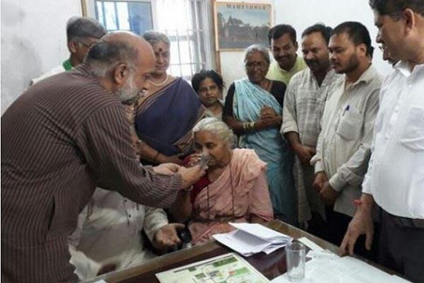 17 दिन बाद मेधा पाटकर ने जेल में तोड़ा अनशन