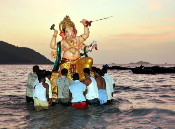 विदेशों में भी रहती है गणेश उत्सव की धूम, विभिन्न रूपों में पूजे जाते हैं बप्पा