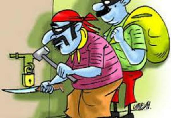 सूर्या एन्क्लेव में चोरों ने बोला धावा