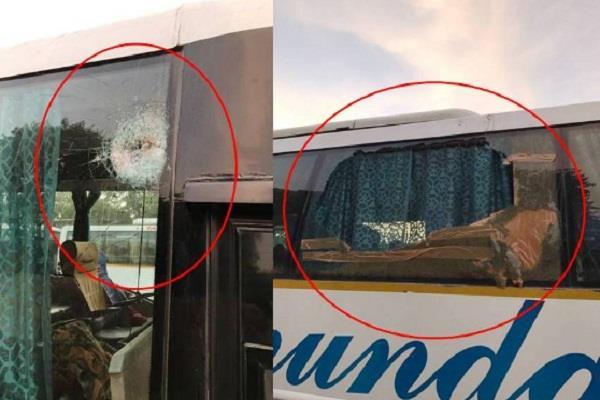 मनाली-दिल्ली वाॅल्वो बस पर बदमाशों ने किया हमला, 40 लोगों की अटकी सांसें