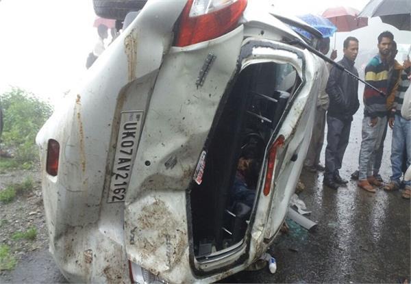 अनियंत्रित होकर खाई में गिरी कार , 1 की दर्दनाक मौत