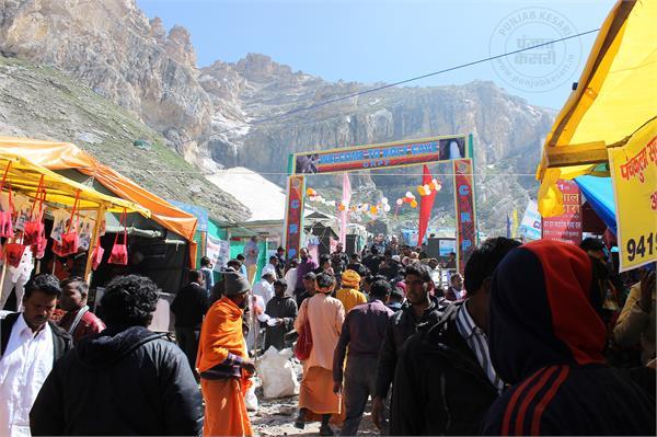 अमरनाथ यात्रा: 813 भक्तों ने गुफा में पहुंचकर की पूजा-अर्चना
