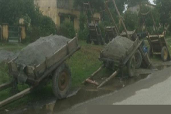 विकासनगरः अवैध खनन में पुलिस ने 6 भैंसा बुग्गियों को दबोचा