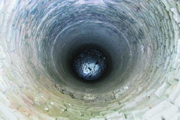 कुआं खोदते समय मिट्टी खिसकने से 2 व्यक्ति दबे