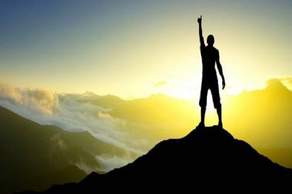 गरुड़ पुराण की इन बातों पर करें अमल, इनमें है सफलता का अचूक मंत्र