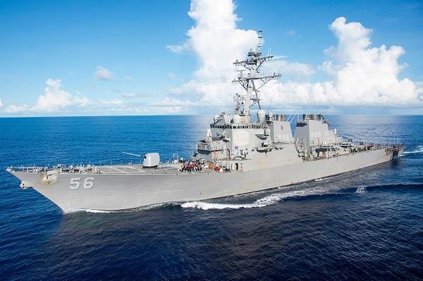 चीन के कृत्रिम द्वीप के पास पहुंचा अमरीकी युद्धपोत