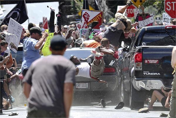 वर्जीनियाः2 गुटों के बीच खूनी संघर्ष में 3 की मौत कई घायल, आपातकाल घोषित