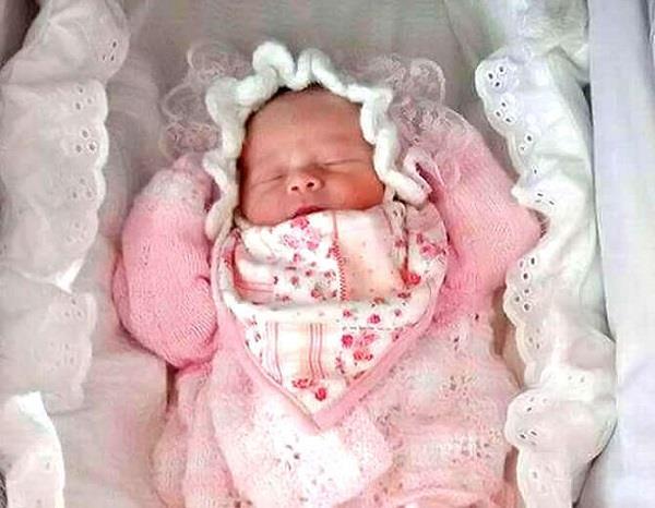 2 माह की बच्ची की सोते हुए अचानक मौत, शॉकिंग है वजह ! (pics)