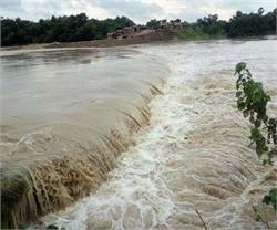UP: सिद्धार्थनगर में खतरे के निशान से ऊपर बह रही है राप्ती नदी
