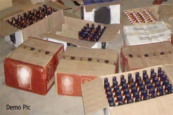 55 पेटियां अवैध शराब बरामद, तस्कर फरार