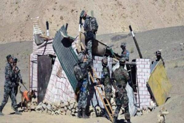 चीन ने फिर दिखाई दादागिरी, डोकलाम में लगाए 80 सैन्य टैंट