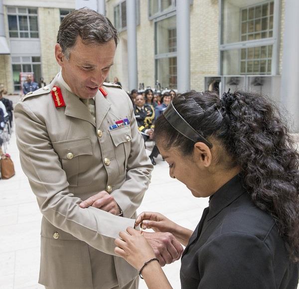 ब्रिटेन के रक्षा मंत्रालय ने मनाया रक्षा बंधन(pics)