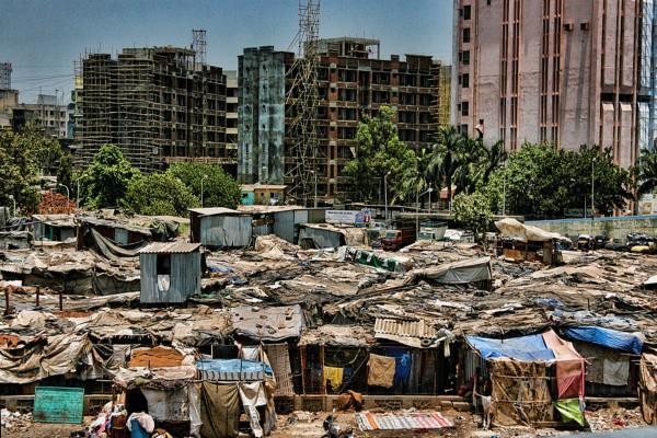 झुग्गियों के बगैर होना चाहिए शहरीकरण: गंगवार