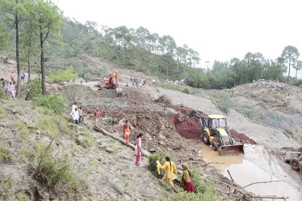 6 दिन बाद भी मंडी-पठानकोट NH बहाल नहीं, मलबा हटाने में छूट रहे प्रशासन के पसीने