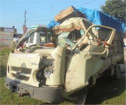 एटा में भीषण सड़क हादसा, 3 की दर्दनाक मौत
