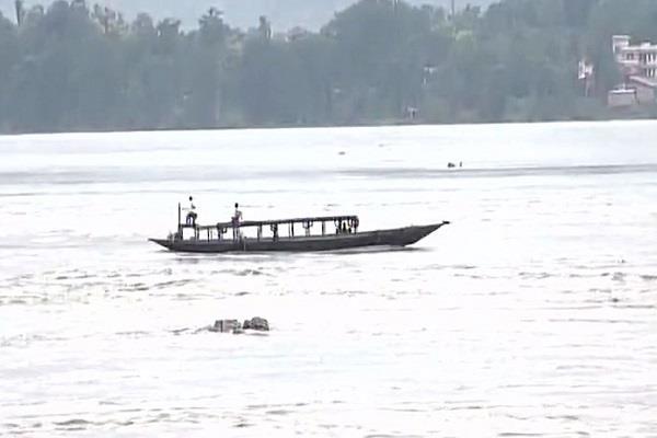 असम में आफत की बारिश, पलक झपकते ही बाढ़ में बह गया पुल (Video)