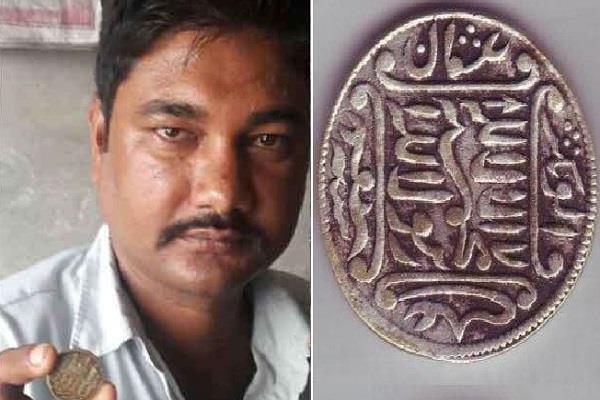 घर का सामान बेचकर पाल रहा था पेट, अब नाना का एक 'सिक्का' बना देगा करोड़पति