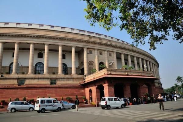 छमाही आर्थिक समीक्षा-2 संसद में पेश, RBI पर ब्याज दरें घटाने का दबाव