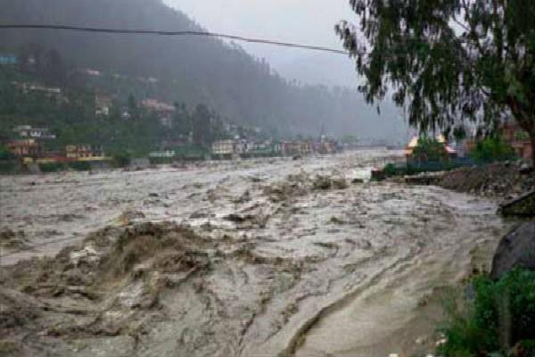 भारी बारिश से पिथौरागढ़ में जनजीवन अस्त-व्यस्त, उत्तराखंड में बाढ़ जैसे हालात
