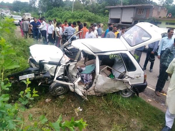 Accident में उड़ गए मारूति कार के परखच्चे, एक की मौत-3 घायल