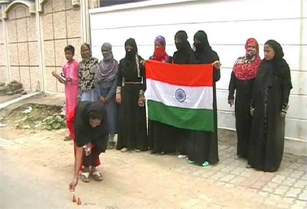 SC के फैसले के बाद मुस्लिम महिलाओं ने मनाया आजादी का जश्न, कहा- आज हुआ हमारे साथ न्याय
