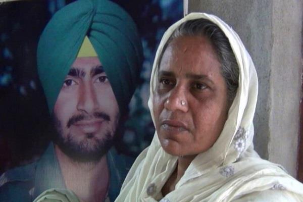 9 महीनों बाद भी पूरी नहीं हुई घोषणाएं, शहीद मनदीप की मां ने सरकार पर उठाए सवाल