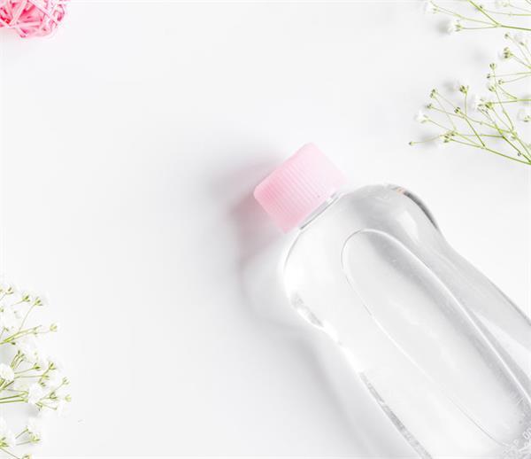 बच्चों ही नहीं, महिलाओं के लिए भी फायदेमंद है Baby Oil