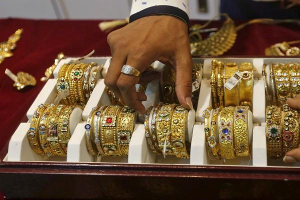 सोना हुआ सस्ता, चांदी की कीमतों में भारी गिरावट