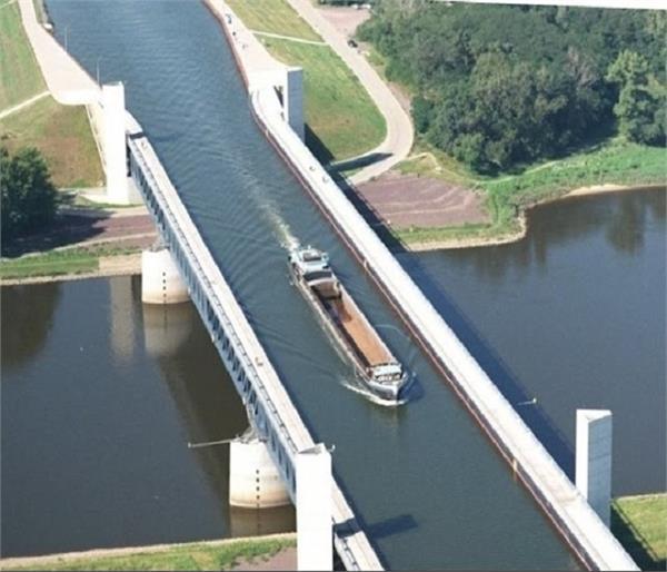 क्या देखा है कभी ऐसा ब्रिज जिस पर बहती है नदी ?