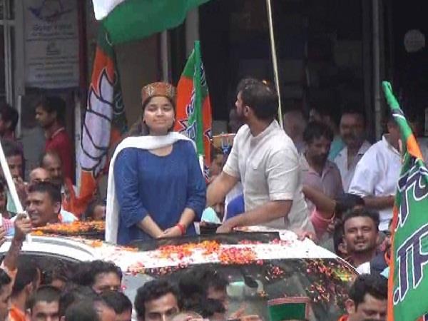 सोलन में भाजयुमो अध्यक्ष पूनम महाजन का रोड शो, भारी संख्या में कार्यकर्त्ताओं ने लिया भाग