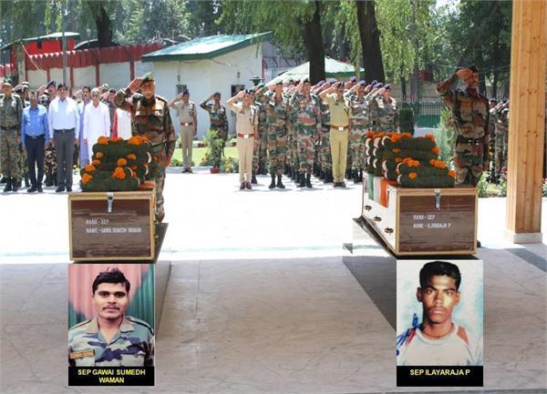 आतंकी हमले में शहीद हुए जवानों को भारतीय सेना ने दी श्रद्धांजलि
