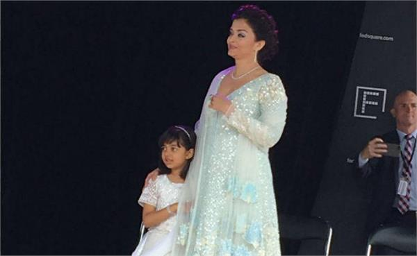 aishwarya rai bachchan hosting flag with aaradhya at melbourne