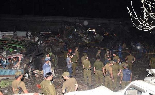 लाहौरः ट्रक विस्फोट में 1की मौत, 100 से ज्यादा वाहन क्षतिग्रस्त