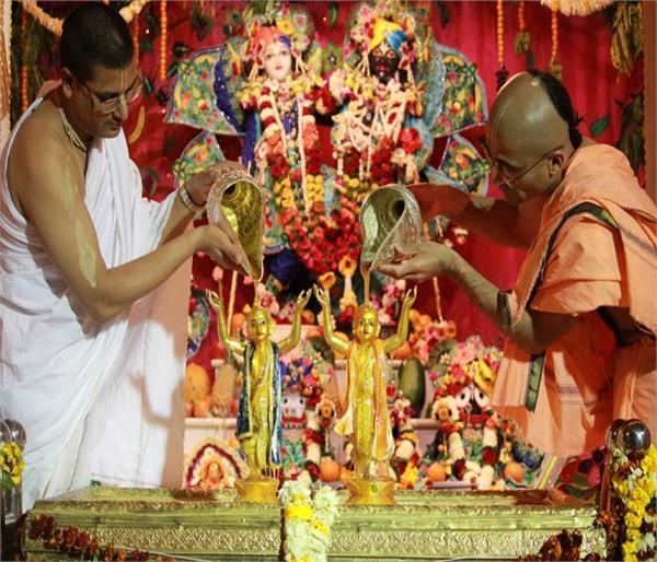 हिंदू धर्म में क्यों और कैसे मनाई जाती है जन्माष्टमी ?