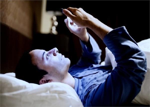 Healthy रहना है तो करें मोबाइल का सही इस्तेमाल