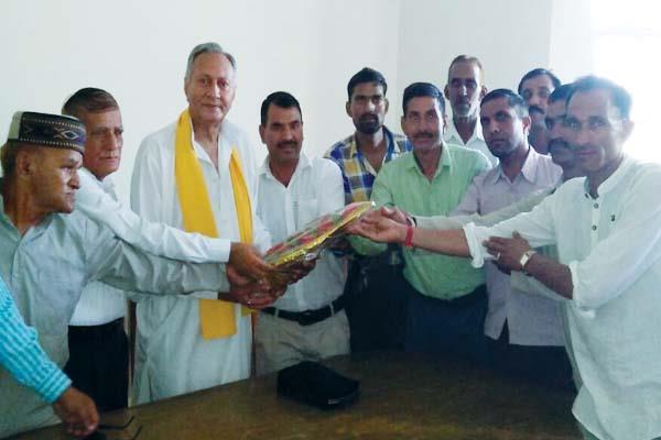 गद्दी समुदाय-मनकोटिया ने मिलाया सुर, कहा-CM को यहां भी दिखाएंगे काले झंडे