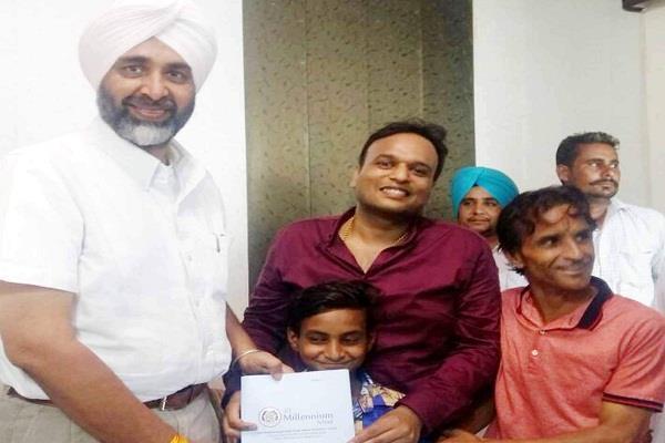 स्वतंत्रता दिवस के मौके पर वित्त मंत्री इस बच्चे पर हुए दयाल, दिया बड़ा तोहफा
