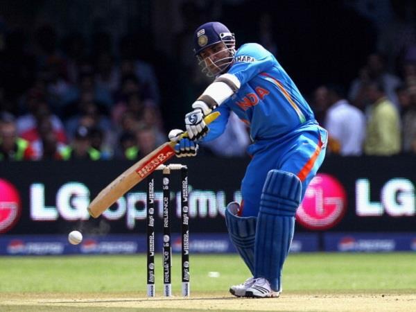 ऐसे तीन विस्फोटक बल्लेबाज जो वनडे मैच की पहली गेंद पर जड़ चुके हैं छक्का