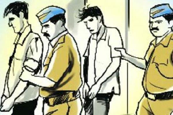 युवतियों की कार में जबरन बैठ छेड़छाड़ करने वाले दो गिरफ्तार
