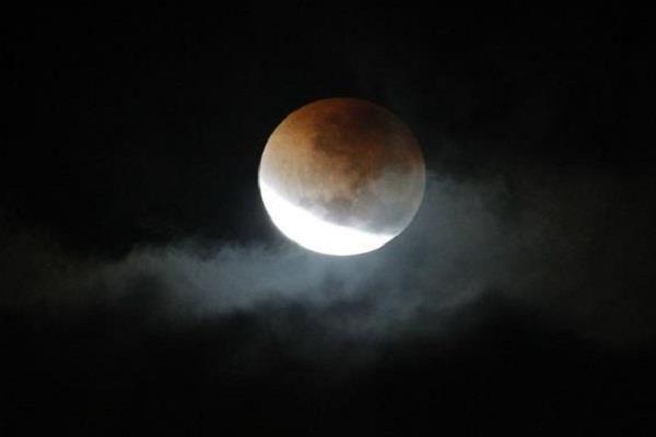 आप भी दे सकते हैं चंद्रग्रहण, जानिए कैसे?
