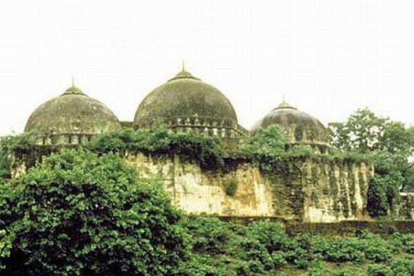 'बाबर के सेनापति ने मंदिरों के बीच बनवाई थी मस्जिद'