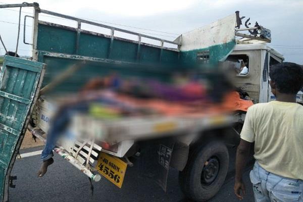 झारखंड में भीषण सड़क हादसा, 10 लोगों की मौत, 12 घायल