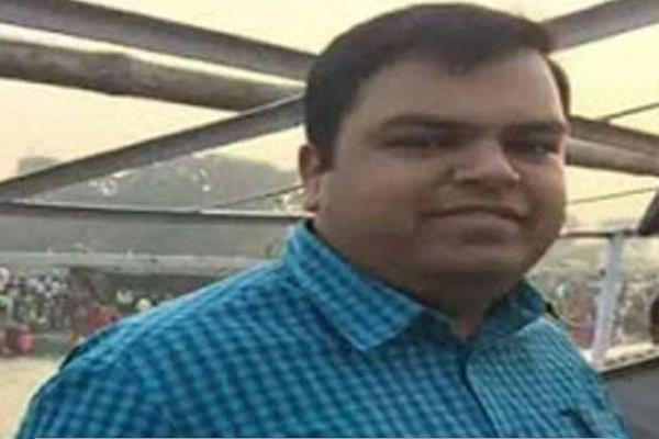 बक्सर के DM ने की आत्महत्या, रेलवे ट्रैक पर मिला शव