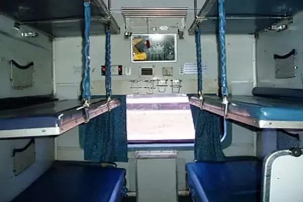 लोअर और मिडिल बर्थ पर यात्रा करने वालों के लिए बुरी खबर, इनके लिए रेलवे ने बदले ये नियम